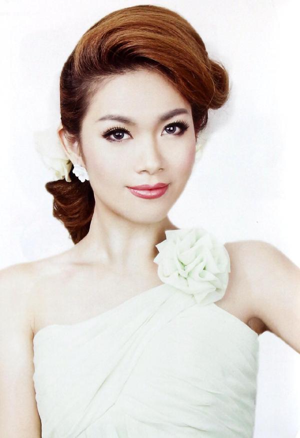 《新娘经典日式发型100例安洋》